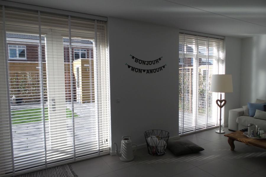 Houten jaloezieën voor woning te Zoetermeer