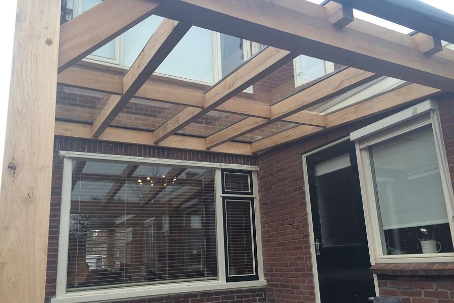 Houten terrasoverkapping voor tuin in stompwijk for Foto op hout maken eigen huis en tuin