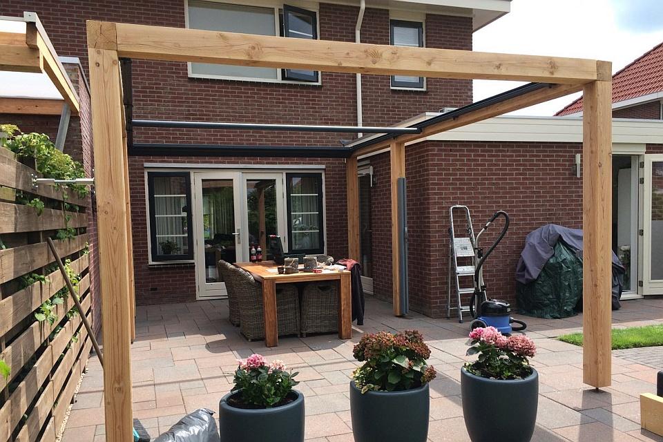 Verano oslo verandazonwering voor pergola in achtertuin stadskanaal
